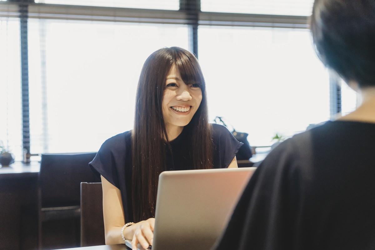 正社員と契約社員の違いは?働く前に確認しておきたい条件とデメリット