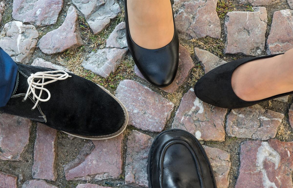 靴を処分する方法|燃えるゴミ・燃えないゴミの捨て方と他の選択肢